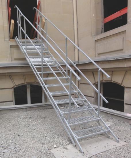 I ocelové schodiště může být mobilní