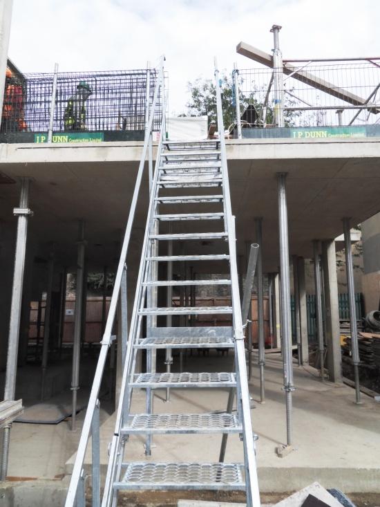 Mobilní schodiště z oceli Scaserv