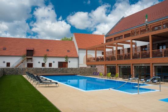 Hotel Z�mek Vale� skr�v� kr�sn�, modern� vybaven� wellness centrum