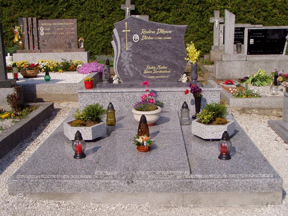 pomníky, náhrobky