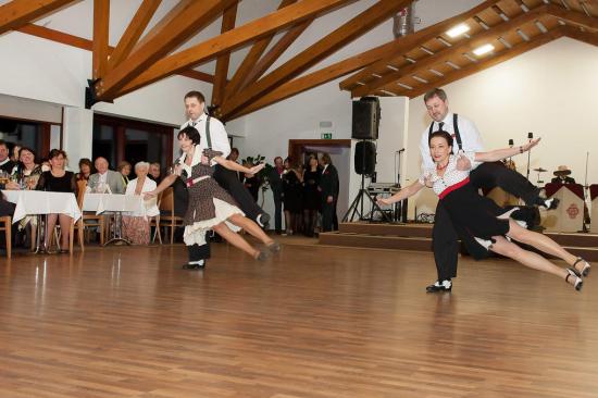 Ples první republiky, Hotel Zámek Valeč