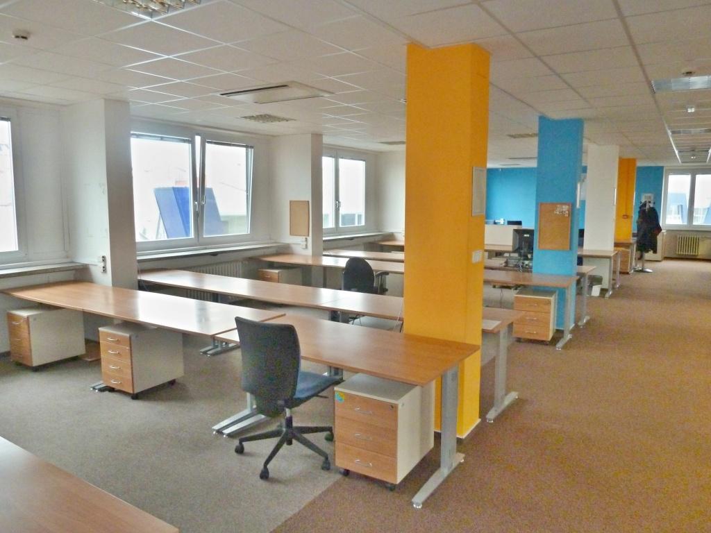 Moderní kanceláře a další nebytové prostory jsou k pronájmu v olomouckém AB CENTRU