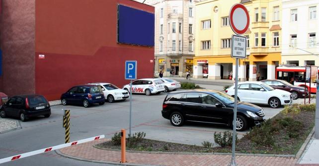 parkoviště u hotelu zdarma