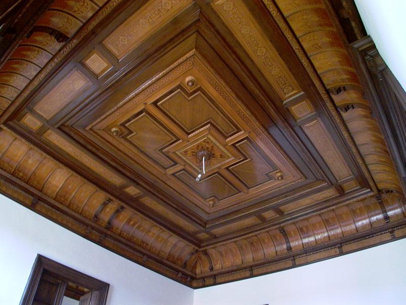 Restaurování nábytku a památek zahrnuje mnoho činností a řemesel