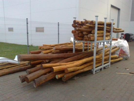 Akátové kůly, odpadové dřevo, Wood Cité, s.r.o.