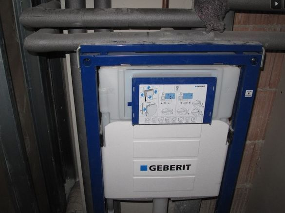 podomítkový modul WC - Polyfunkční dům UH