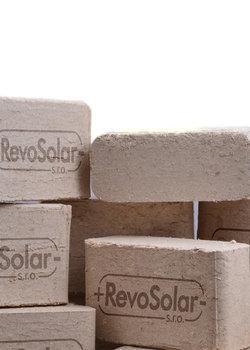 RevoSolar - kvalitn� brikety, pelety a jejich rozvoz zdarma