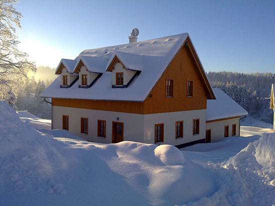A-d�m s.r.o. projektuje a stav� vysn�n� rodinn� domy na kl��
