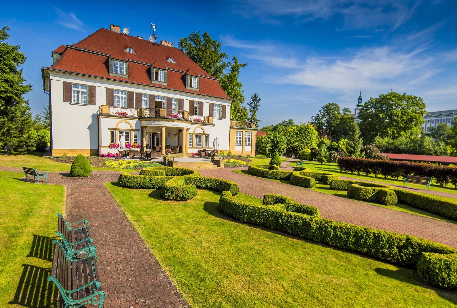 Hotel Veba � luxusn� ubytov�n�, j�dlo i slu�by v srdci m�sta Broumov