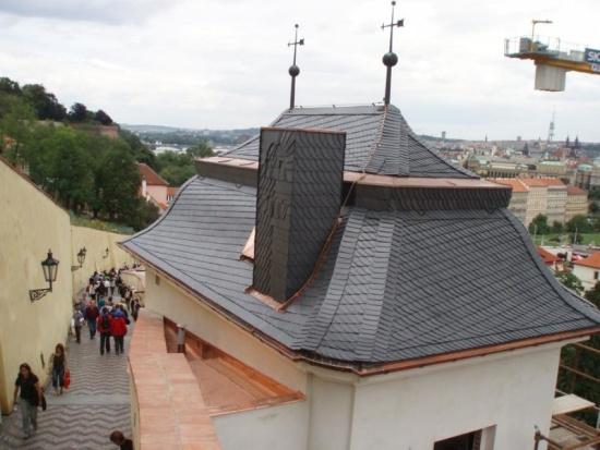Břidlicová střecha je odolná proti vlhkosti i změnám počasí, vydrží vám tak dlouhá léta.