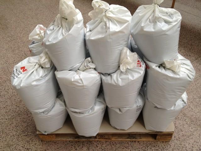 granulovaný bentonit v pytlích