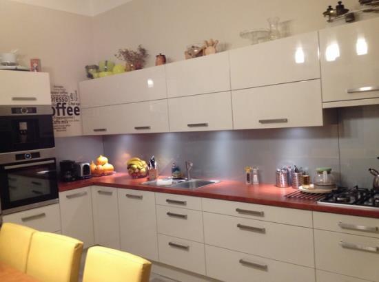 Kuchyn� na m�ru - velk� v�b�r barev i materi�l�