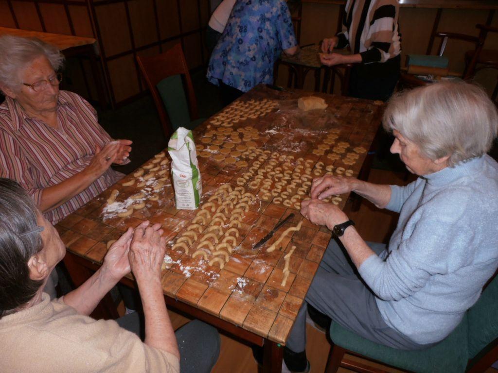Zajistíme prvotřídní péči o seniory, příjemné ubytování i široký výběr aktivit.