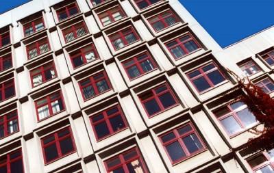 Barevn� okna s povrchovou �pravou acrylcolor vytvo�� jedine�n� r�z ka�d� budovy