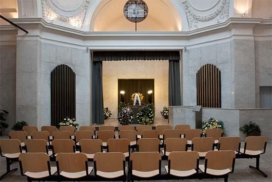 Komplexní služby včetně smutečního rozloučení v nové obřadní síni na Olšanských hřbitovech zajišťuje HELFI Praha.
