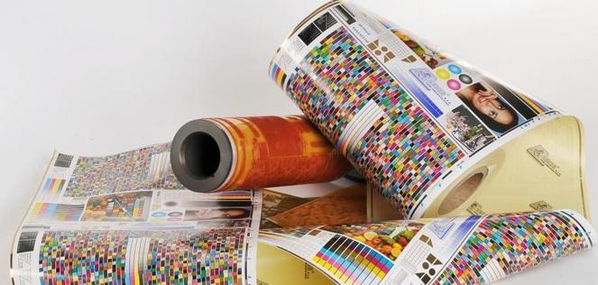 Kvalitní tisk visaček, štítků, vstupenek a samolepicích etiket