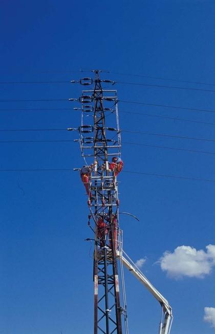 Služby firmy ELEKTROMONTÁŽE, s.r.o. využijí energetické společnosti, obce, developeři i drobní stavebníci.