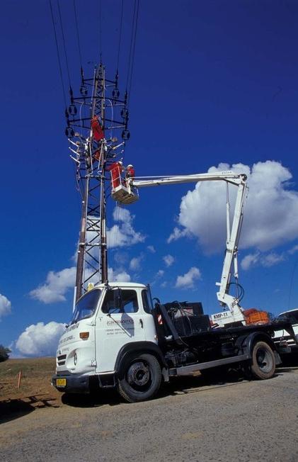 Kromě elektromontáží zajišťujeme prostřednictvím Kontaktního místa ČEZ služby zákazníkům.