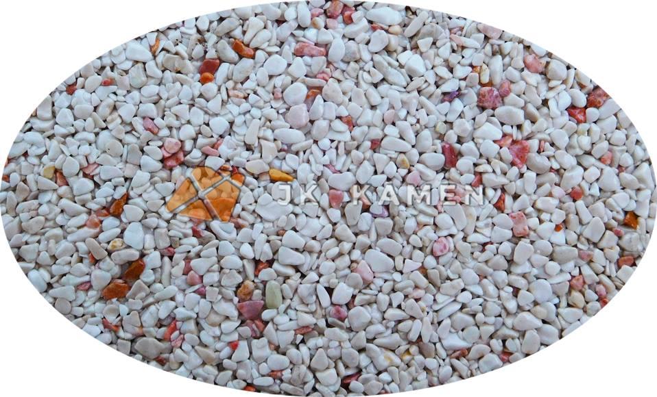 JK Kámen dodává kamenný koberec z říčních nebo mramorových kamínků.
