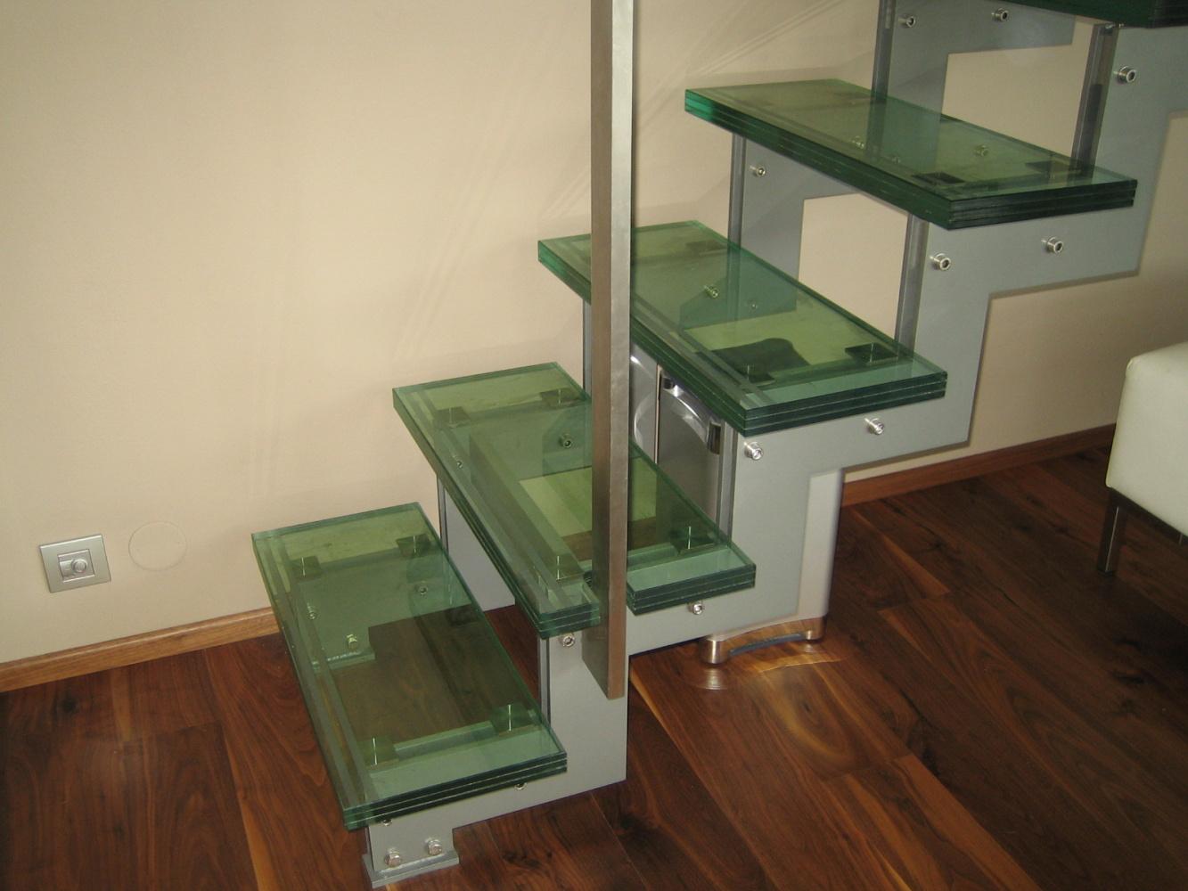 Schodiště z bezpečnostního skla CONNEX