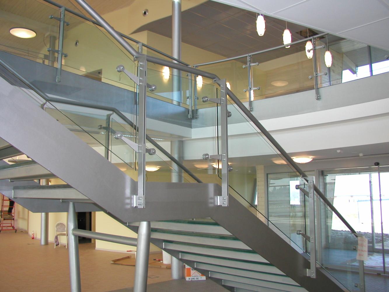 Sklenené schodiště - bezpečnostní sklo CONNEX od ACERA SKLO s.r.o.