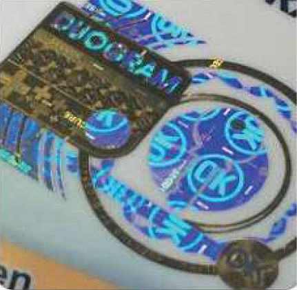 Aplikace hologramů na papírové archy a plastové karty