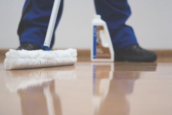 Čištění a ošetřování podlahovin a povrchů