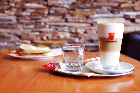 Caff� bar Rosso Nero: kav�rna, kter� m� co nab�dnout