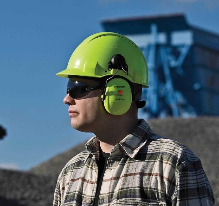 Ochranné pracovní pomůcky jsou důležité nejen v zaměstnání.