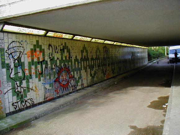 Odstraňování graffiti svépomocí je složité. Obraťte se proto na firmu SK Fasády.