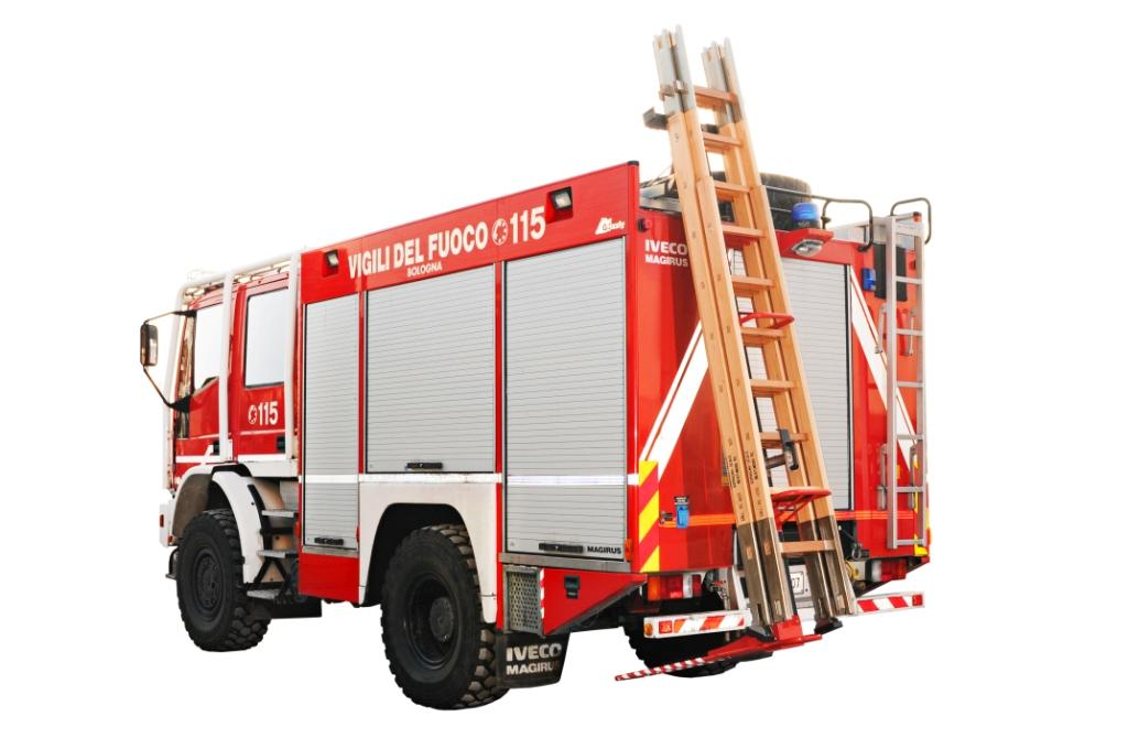 Specializujeme se na odtahové, sklápěcí a valníkové nástavby vozidel.