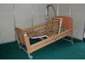 Elektrick� polohovac� postel usnadn� ka�dodenn� �ivot nemocn�mu i jeho pe�ovateli