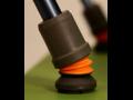 Odpružený násadec Flexyfoot a úchopová ortéza Active Hands – pomůcky, které usnadňují pohyb postiženým