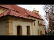 Speciální pokrytí památek prejzovou krytinou a další pokrývačské práce zajišťuje firma: Střechy Vrňata a Žačík s.r.o.