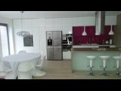 Jaké výhody přináší promyšlené návrhy interiéru a nábytek na zakázku?