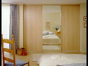 Moderní vestavěné skříně na míru nejen ušetří spoustu prostoru, ale také dodají interiéru šmrnc