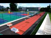 Bezúdržbové umělé i přírodní sportovní povrchy na vnitřní a venkovní sportoviště