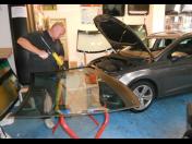 Opravy výměna i tónování autoskel – kompletní péče o vaše autosklo