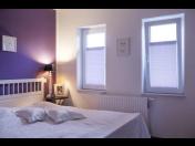 Látkové žaluzie plissé – praktický i efektivní doplněk pro vaše okna