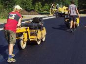 Asfaltování chodníků a vozovek kvalitně a pro každého