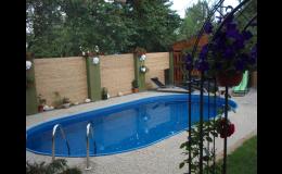 Součástí penzionu je bazén s protiproudem