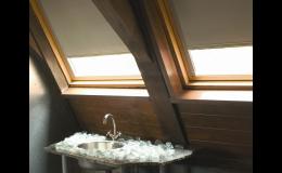 Přítmí nebo prosvětlení prostoru vyřeší interiérové dekorace