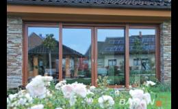 Plastová a dřevěná okna pro každý dům