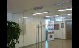 Kyvné skleněné dveře do interiéru i exteriéru