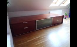 Obývací stěny, postele, dětský i kancelářský nábytek, Truhlářství Jiří Kafka