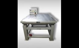 Vibrační stolky určené pro zhutnění betonové směsi