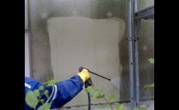 Čištění zateplených fasád domů
