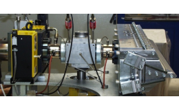 Zařízení na vytlačování, vyfukování a testování plastů