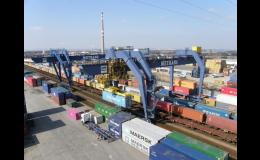 Vlakem nebo lodí s kontejnery od společnosti METRANS, a.s.