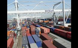 Různé velikosti přepravních konternerů - METRANS, a.s.